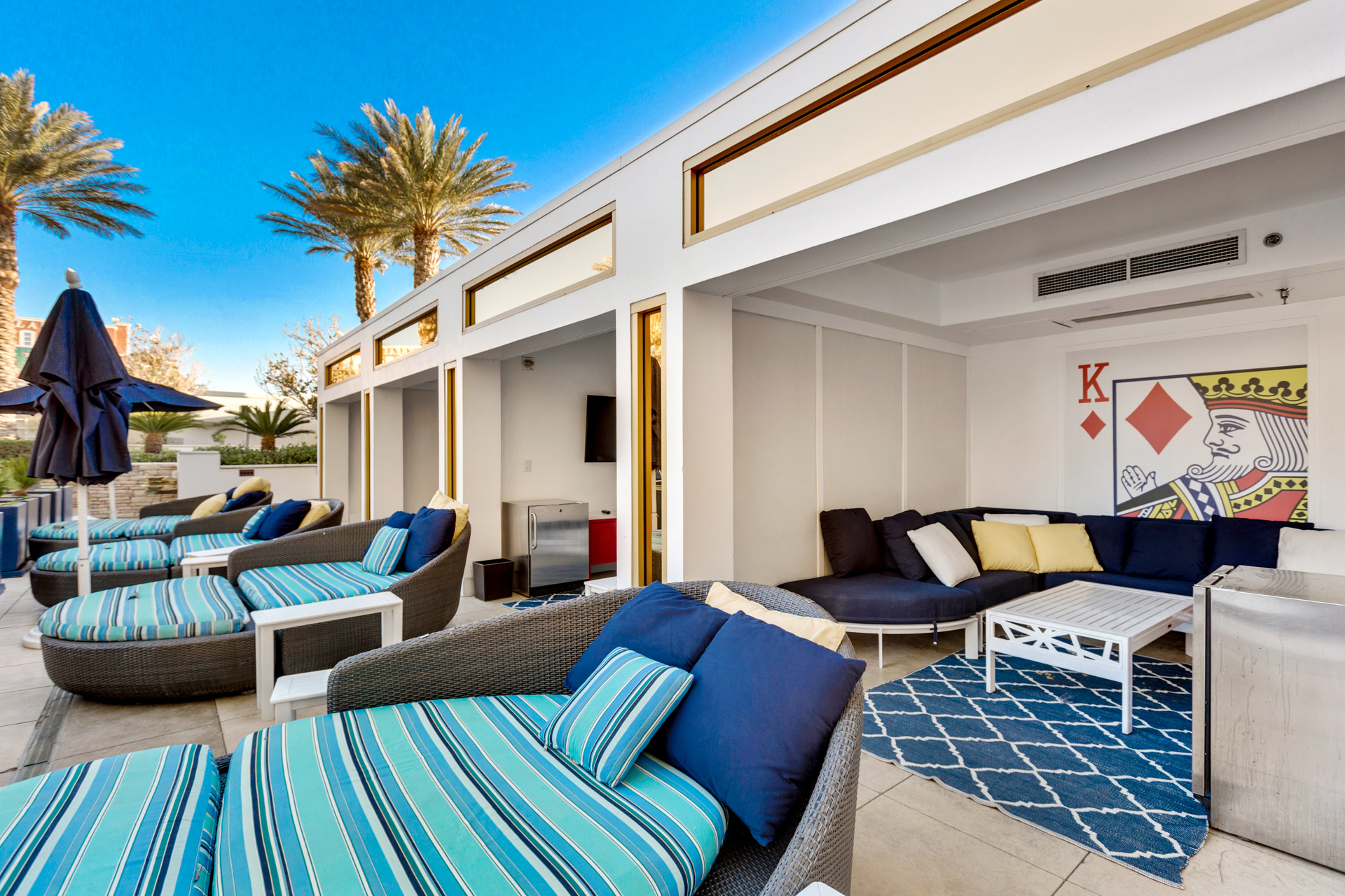 trump-las-vegas-pool area