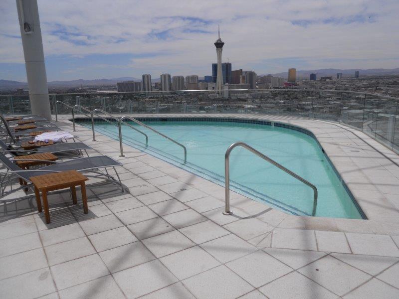 newport-lofts-rooftop-pool