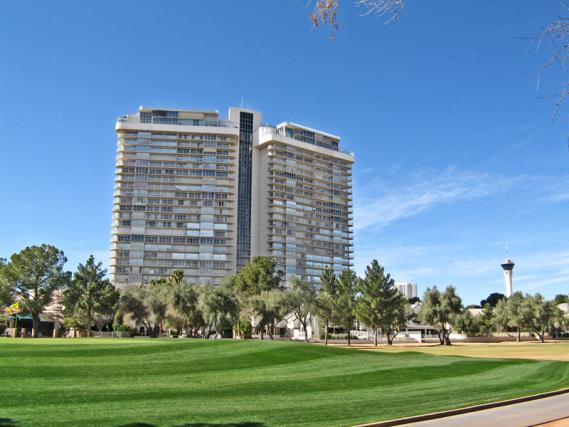regency-towers-las-vegas-high-rise
